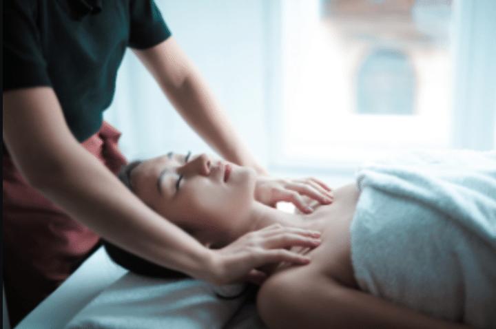 Massage therapeutique ecoute du corps